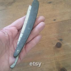 Antique SOLINGEN MARX et CO Strait Razor, Barber s notch, hollow ground steel blade, carved wooden handle, no 966.