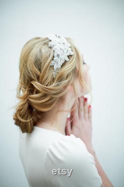 Bande de tête de dentelle brodée et perlée à la main pour une mariée, accessoire de cheveux nuptiales inspiré vintage