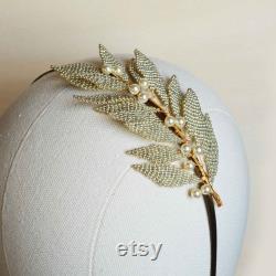 Boucle d oreille de cheveux de mariage d or et d argent avec des perles crème de modèle vintage et romantique pour la mariée