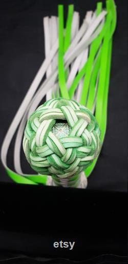Flogger en cuir vert réactif UV