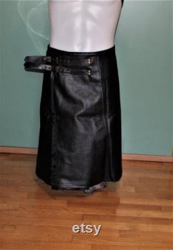 Jupe homme vrai cuir bovin noir. Fabriqué par une couturière italienne. Jupe. Kilt. Maître. Pour les gays. 60 cm de long. MesureZ M L XL.