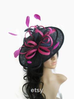 Marianne. Base bleu marine ou noir avec fascinator rose. Fascinator en forme de Sinamay avec double tourbillons, boucles. mariage, courses