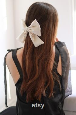Nuptial Hair Piece Accessoires de mariage Silk and Pearl Bow Barrette Clip Handmade 100 soie et perles d eau douce