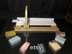 Soap Cutter Single Wire avec 1 fil de remplacement (pour les savons de processus H C SEULEMENT PAS de SAVONS M and P)Avec arrêt de savon pour la précision de coupe et l efficacité.