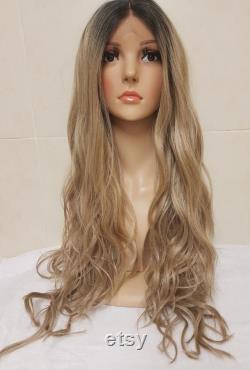 Suskie Sandy Ash Blonde Cheveux humains Cheveux humains Perruque Wig Ombre racines foncées longues boucles ondulées